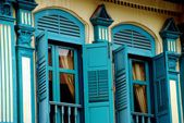 Singapore: Blue Shuttered Shop House Windows — Stock Photo