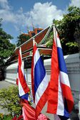 Bangkok, Thailand: The Thai Flag at Wat Pho — Stock fotografie