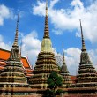Bangkok, Thailand: Colourful Chedis at Wat Pho — Стоковая фотография