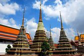 Bangkok, Thailand: Colourful Chedis at Wat Pho — Stock Photo