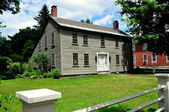 Hancock, NH: 18th century Saltbox Colonial Home — Stock Photo