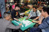 Pengzhou, China: People Playing Mahjong — Stock Photo
