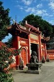 Pengzhou, China: Shi Fo Buddhist Temple Entrance Gate — Stock Photo