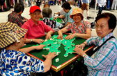 NYC: Four Woomen Playing Mahjong on Eldridge Street — Stock Photo