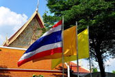 Bangkok, Thailand: Thai Flag at Wat Chanasongkhram — Stock Photo