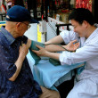 NYC: Doctor Giving Blood Test in Chinatown — Stock Photo