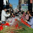 NYC:  People Buying Flowers in Chinatown — Stock Photo