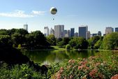 NYC: Greenward 150th Anniversary Balloon over Central Park — Stock Photo
