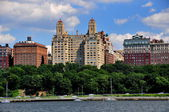 NYC: Art Deco Normandie Apartments at center on Riverside Drive — Stock Photo