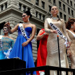 NYC: Female Impersonators Riding on a Float at the 2013 Gay Pride Parade — Stock Photo