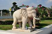 Samut Prakan, Thailand: Elephant Statue at Wat Asoke — Stock Photo