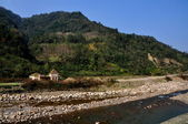 Bai Lu,China: Rocky River and Small House — Stock Photo