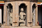Bangkok, Thailand: Chinese Figures at Wat Arun — Stock Photo