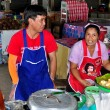 Lamphun, Thailand: Couple Selling Foodsat Mea Tha Market — Stock Photo