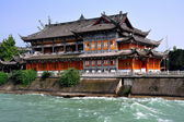Dujiangyan, China: Traaditional Tea House by Min River — Stock Photo