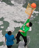 Bangkok, Thailand: Two Thai Youths Playing Basketball — Stock Photo