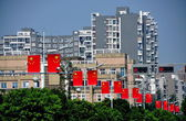 Pengzhou, China: Luxury Apartment Buildings and Chinese Flags — Stock Photo