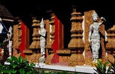 Chiang Mai, Thailand: Golden Windows with White Aponsi Figures at Wat Bupparam — Stock Photo