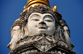 Chiang Mai, Thailand: Giant Buddha Faces atop Wat Pan Whaen Chedi — Stock Photo