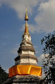 Chiang Mai, Thailand: Great Chedi at Wat Pan Whaen with Four Buddha Faces — Stock Photo