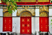 Chiang Mai, Thailand: Red Doorways at Wat Mulan — Stock Photo