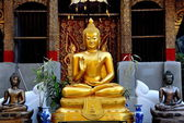 Chiang Mai, Thailand: Seated Buddha Statue at Wat Sum Pao — Foto de Stock