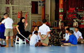 Chiang Mai, Thailand: Teacher Holding Class at Wat Pa Pao School — Stock Photo