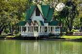 Bangkok, Thailand: Lakeside Pavilion in Lumphini Park — Stock Photo