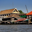 Baangkok, Thailand:  Old Wooden Shacks on Chao Praya River — Stock Photo