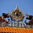 Bangkok, Thailand: Dual Dragons atop Chinatown Ceremonial Gate — Stock Photo