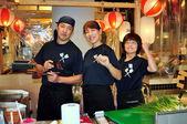 Bangkok, Tajlandia: trzech pracowników w japońskiej restauracji — Zdjęcie stockowe