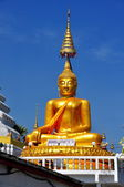Chiang Mai, Thailand: Golden Budedha at Wat Chag Yuen — Stock Photo