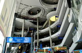 Bangkok, Thailand: Grand Atriyn of Terminal 21 Shopping Center — Stock Photo