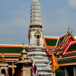 Bangkok, Thailand: Courtyard and Prang at Wat Pho — Stock Photo