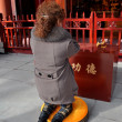 Pengzhou, China: Woman Praying at Long Xing Temple — Stock Photo
