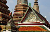 Bangkok, Thailand: Decorative Designs on Wat Pho Temples — Stock Photo