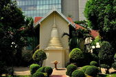 Bangkok, Thailand: Half-Chedi at Monastic House at Wat Pathum Wanaram — Stock Photo