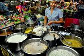 Chiang Mai, Thailand: Woman Selling Food at Waworot Food Market — Stock Photo