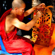 Chiang Mai, Thailand: Monk Painting at Wat Ku Tao — Stock Photo