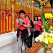 Chiang Mai, Thailand: People Praying at Wat Doi Suthep — Stock Photo