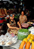 Chiang Mai, Thailand: Women Selling Produce at Somphet Food Market — Foto Stock