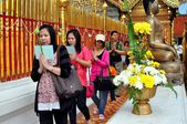 Chiang Mai, Thailand: Thais Praying at Wat Doi Suthep — Stock Photo