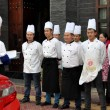 Pengzhou, China: Chefs at Restaurant get Pre-Dinner Briefing — Stockfoto