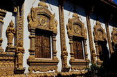 Chiang Mai, Thailand: Opulent Ubosot Windows at Wat Thatsatoi — Stock Photo