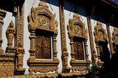 Chiang Mai, Thailand: Opulent Ubosot Windows at Wat Thatsatoi — Stock Photo