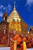 Chiang Mai, Thailand: A Procession of Monks at Wat Doi Suthep — Stock Photo