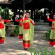 Chiang Mai, Thailand: Thai Woomen Dancing at JJ Sunday Market — Stock Photo