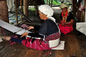 Chiang Mai, Thailand: Hilltribe Women Working at Loom — Stock Photo