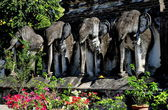 Chiang Mai, Thailand: Elephant Statues at Wat Chiang Mun — Stock Photo