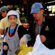 Chiang Mai, Thailand: Thais Cooking Noodles at JJ Sunday Market — Stock Photo